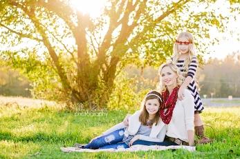 Family photos by Ashley Rescott Photography! www.ashleyrescottphotography.com