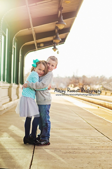 brother and sister hugs at the train station, fredericksburg va children photographer