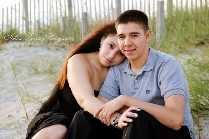 couple hugging on beach, couples photographer in fredericksburg va