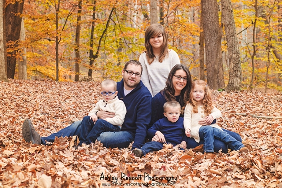 large family in leaves, fredericksburg va family photographer