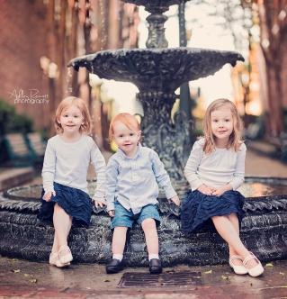 kids sitting on fountain in new bern nc