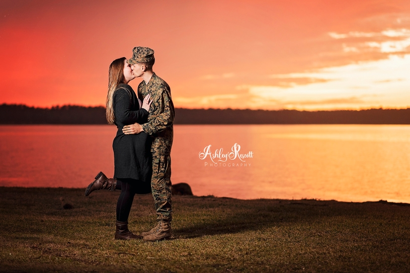 couple kissing at sunset near water