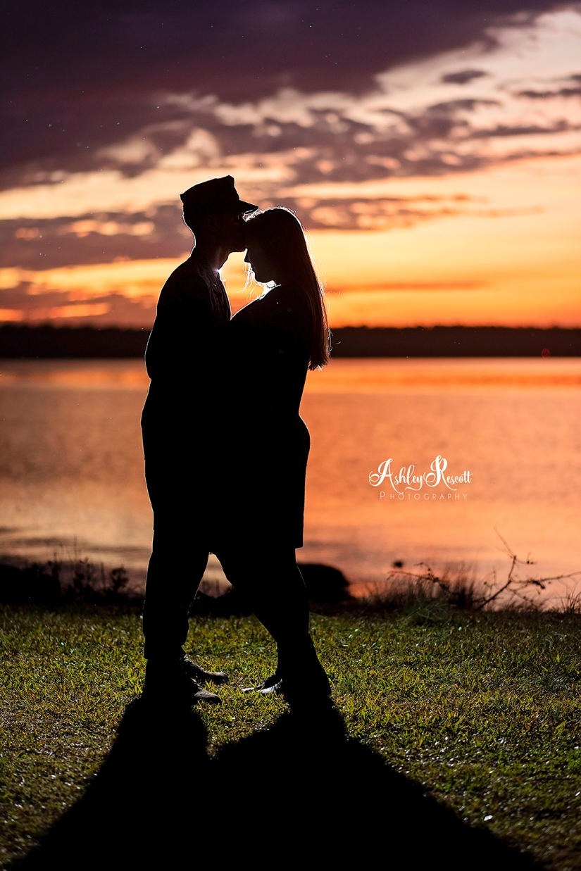 silhouette of couple at sunset near water